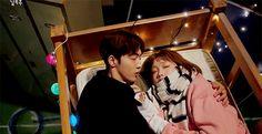 Fan Tiên Nữ Cử Tạ mừng rớt nước mắt trước nụ hôn đầu tiên của cô ngố Kim Bok Joo - Ảnh 10.