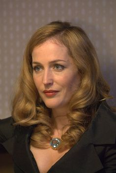 Gillian Anderson in Azza Fahmy Limited Edition Gold Aqua Marine Necklace in 'How to Make Friends and Alienate People'
