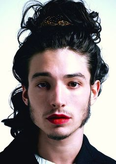 Ezra Miller for Paper Magazine by Autumn De Wilde. Androgynous / androgyny / men in lipstick / men with long hair / long-haired men Beautiful Men, Beautiful People, Genderqueer, Androgynous, Drawing People, Pretty Boys, Pretty People, Portrait Photography, Actors