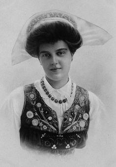 Grand Duchess Maria Pavlovna, Duchess of Södermanland in traditional Swedish dress.