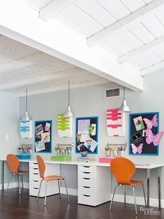 Smart Home Office Designs You'll Want to Copy This home office is the perfect fit for a busy family. A line of matching desks and mix-and-match modular storage units line the walls, keep Kids Homework Room, Kids Homework Station, Homework Desk, Computer Station, Kids Office, Family Office, Loft Office, Office Ideas, Home Office Design