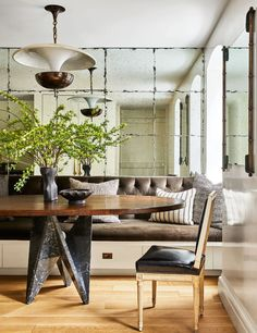 This week, Architectural Digest published a story on Nate Berkus and Jeremiah Brent's newest home, a square foot townhouse in New York dating back to Over the years,. Nate Berkus, Architectural Digest, Dining Nook, Dining Room Design, Dining Bench, Banquette Seating, Design Table, Dining Tables, Chair Design