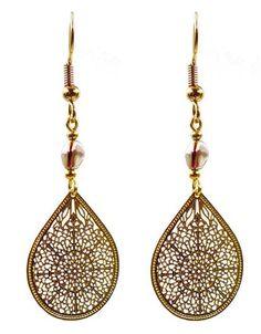 Boucles d'oreilles composées d'une goutte filigranée, de perles métalliques dorées et de perles de verre cuivrées. S'attachent par un crochet d'oreille doré. Réalisées pour… Creations, Crochet, Drop Earrings, Jewelry, Glass Beads, Metal Beads, Gout, Sons, Boucle D'oreille