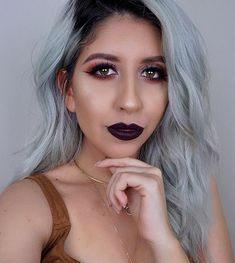 21 Silver Hair Looks That Will Make You Want To Go Gray This Christmas , Christmas is virtually right here and there is so considerably to be excited about! The food, the presents, the long overdue time with loved ones, and. Perfect Hair Color, Color Your Hair, Natural Hair Care Tips, Natural Hair Styles, Prom Hairstyles For Short Hair, Latest Hairstyles, Wedding Hairstyles, Jennifer Lawrence Hair, Dark Brunette Hair