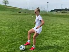 Soccer Footwork Drills, Soccer Practice Drills, Soccer Training Drills, Soccer Coaching, Football Girls, Girls Soccer, Football Soccer, College Football, Girl Playing Soccer