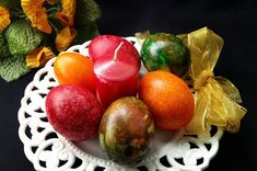 Oua vopsite cu orez Sushi, Vegetables, Tiramisu, Anthropologie, Food, Sweet Desserts, Syrup, Anthropology, Essen
