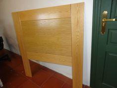 Cabecero de medidas 110x2x120 cm. fabricado con madera de roble con una relación calidad precio excepcional que podéis encontrar en muebles outlet http://www.mueblesdelagranja.es/es/outlet-de-muebles/113-cabecero-roble-110x2x120-cm.html