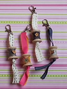 Key chain from wooden spools Wooden Spool Crafts, Wooden Spools, Craft Projects, Sewing Projects, Knitting Projects, Thread Spools, Key Fobs, Craft Fairs, Sewing Crafts