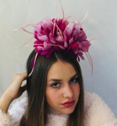 "JH Couture Millinery on Instagram: ""The beautiful Isotta wearing my one~of~Kind Petals & Feathers Fascinator 🌞🌸✨you can DM me to buy any of these headpieces 1-2 days to get…"" Feather Hat, Headpieces, Fascinator, Feathers, Couture, Hats, How To Wear, Stuff To Buy, Beautiful"
