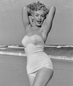 Marilyn Monroe at Tobey Beach. Photo by Andre de Dienes, Norma Jean Marilyn Monroe, Marilyn Monroe Photos, Stars D'hollywood, Awkward Pictures, Nostalgia, Gentlemen Prefer Blondes, Norma Jeane, Glamour, How To Pose