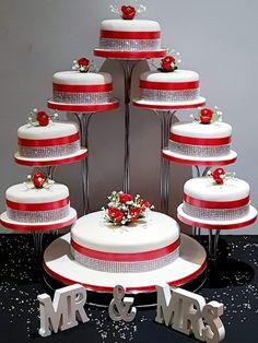 Wedding Cake Base, Daisy Wedding Cakes, Wedding Cake Fresh Flowers, Amazing Wedding Cakes, Wedding Cake Stands, Fall Wedding Cakes, Unique Wedding Cakes, Wedding Cake Designs, Wedding Cupcakes