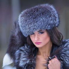 Fancy Hats, Cool Hats, Costume Russe, Fur Bobble Hat, Mode Russe, Fur Accessories, Fur Clothing, Fabulous Furs, Church Hats