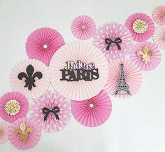 45 Awesome Striking Paris Theme Bedroom Ideas For Women Paris Bridal Shower, Paris Baby Shower, Thema Paris, Bolo Paris, Party Kulissen, Paris Party Decorations, Black Gold Party, Parisian Party, Paris Birthday Parties