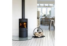 Want a wood burner in the new kitchen/diner Stove Fireplace, Fireplace Design, Black Fireplace, Fireplace Remodel, Fireplace Ideas, Range Buche, Kitchen Stools, Home And Deco, Open Plan Living
