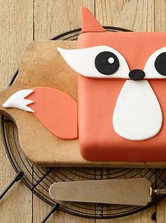 Cake Decorating Tutorial | Use a square pan to make this adorable Fox Cake!