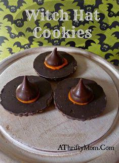 Witch hat cookies, #Halloween, #cookies, #kisses, #easy Halloween Cookie Recipes, Halloween Cookies Decorated, Halloween Treats For Kids, Halloween Goodies, Halloween Halloween, Halloween Sweets, Halloween Baking, Halloween Appetizers, Halloween Dinner