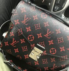 2018 New Louis Vuitton Handbags Collection for Women Fashion Bags Must have it New Louis Vuitton Handbags, Vuitton Bag, Fashion Handbags, Louis Vuitton Speedy Bag, Purses And Handbags, Fashion Bags, Louis Vuitton Monogram, Cheap Handbags, Luxury Handbags