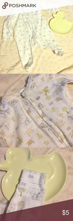 """Halo """"Wearable Blanket"""" Sleeper I loved this sleeper and was sad to see my daughter grow out of it. It has an adorable theme of farm animals!  I love this sleeper because it zips down from the top to make diaper changes a breeze!  The sleeves have the fold overs at the wrists for sharp baby nails. It was only worn 2-3 times. It does run a little bit. The tag says """"newborn"""" and 0-3 but it seems to definitely be better suited for 0-3. No stains, rips, or tears. Zipper works perfectly. Halo One…"""