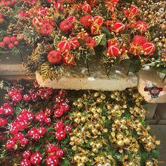 #sparkles #itsalmostchristmas #tt_september16 #takentoday @vogler_creations #photoadaychallenge #florist Photos from my travels