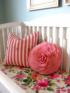 love these pillows for a pop of color in the guest room