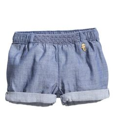 BABY EXCLUSIVE/CONSCIOUS. Shorts in organic cotton chambray. Elastication and smocking at waist and sewn cuffs at hems.