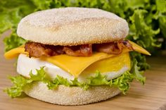 La recette secrète du déjeuner Oeuf McMuffin de chez McDo!