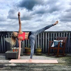 H A L F  M O O N  P O S E 🌓 #yogachallenge #halfmoonpose #yogainspiration #yogapose