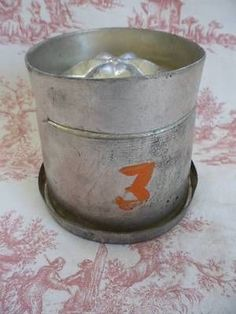 PETITE VINTAGE FRENCH PATISSERIE / ICE CREAM / JELLY MOLD OR TIN