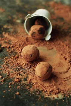 Chocolate cinnamon date trufles