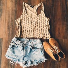 Aztec Crop Top Perfect with high waisted shorts and gladiator sandals ⭐️ Forever 21 Tops Crop Tops