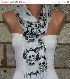 Light Gray Scarf - Fabric Large Skulls - fatwoman from fatwoman on Etsy. Skull Fashion, Fashion Shoes, Skull Scarf, Grey Scarf, Grunge, Dress Me Up, What To Wear, Style Me, Cute Outfits