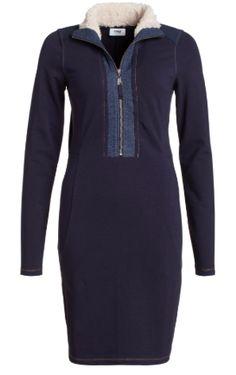 Stoere jurk in comfortabele sweatstof; leuk in combinatie met grove grijze sokken #Sweat #Jurk #Blue