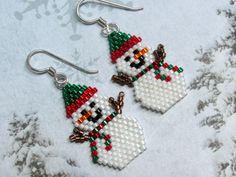Cuelga los pendientes de muñeco de nieve, invierno pendientes, pendientes de Navidad, vacaciones pendientes, semillas cuentas pendientes, cuentas pendientes, joyas de muñeco de nieve,