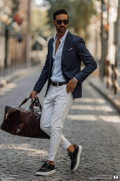 Erfahre welche Teile dazu passen! Casual Chic Outfit für Männer. Herrenoutfit mit Chino- oder Stoffhose, Businesshemd, Sakko und Sneaker. Ein Männeroutfit im smarten Look, passend für die Arbeit und Freizeit. Outfits für Männer mit passenden Teilen bei Favorite Styles. #favoritestyles #mode #fashion #outfit #männer #herren #style #stil #männermode #herrenmode #mensoutfit #mensfashion #ideen #inspiration #chic #elegant #smart #freizeit #arbeit #chino #sakko #sneaker #weiss #blau #schwarz