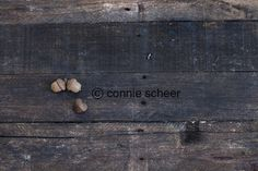 Acorns on a board, great background ideas