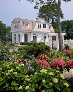 Awarded Top 50 American Homes by TRENDS - traditional - Exterior - Boston - Catalano Architects Cozy Cottage, Cottage Homes, Foyers, Gambrel Roof, Dutch Colonial, Colonial Garden, Traditional Exterior, Traditional Design, Style Deco