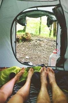 RV And Camping. Great Camping Advice That Will Make The Trip Much Easier. Taking time out to appreciate nature is a great way to spend time with your family or just with yourself. There are many things you should le Go Camping, Camping Hacks, Outdoor Camping, Camping Cabins, Couples Camping, Backyard Camping, Outdoor Fun, Tenda Camping, Camping Sauvage
