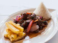 Una de las grandes delicias de la comida peruana es el lomo saltado, el cual es uno de los platos más representativos de la gastronomía peruana. Es así que a continuación te damos la receta brindada por www.cocineroperuano.com y te compartimos un video referencial.