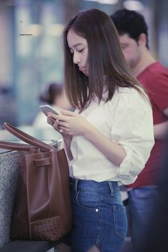 f(x) - Krystal Krystal Fx, Jessica & Krystal, Jessica Jung, Star Fashion, Womens Fashion, Fashion Trends, Krystal Jung Fashion, Sulli, Airport Style