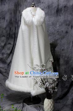 English Dress, White Faux Fur Coat, Fantasy Dress, Chinese Clothing, Japanese Outfits, Hanfu, China Fashion, Arabesque, Chinese Style