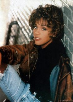 The song lyrics for the greatest love of all by Whitney Houston were crafted by Linda Creed under difficult circumstances. Whitney Houston 80s, Whitney Houston Pictures, Divas, Beverly Hills, Hip Hop, Female Singers, Poses, American Singers, Pop Culture