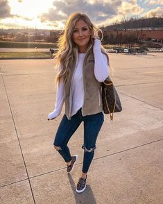 winter outfits vest Running all the last minute er - winteroutfits Casual Fall Outfits, Fall Winter Outfits, Autumn Winter Fashion, Vest Outfits For Women, Autumn Casual, Summer Outfits, Winter Clothes, Winter Wear, Casual Winter Style