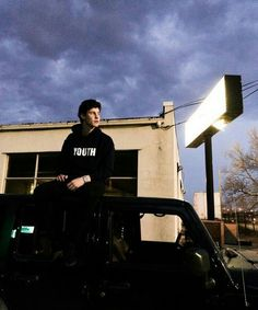 #shawnmendes⭐ ah i love his jeep!
