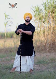 Cutezsardar India Fashion Men, Indian Men Fashion, Mens Fashion Suits, Kurta Pajama Men, Kurta Men, Punjabi Boys, Long Beard Styles, Indian Groom Wear, Kurta Style