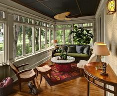 Browse photos of sunroom styles and also decoration. Discover ideas for your four seasons room enhancement, consisting of inspiration for sunroom decorating and designs. Closed In Porch, Small Sunroom, Porch To Sunroom, Home Porch, Small Patio, Four Seasons Room, Three Season Porch, Porch Windows, Cottage Windows
