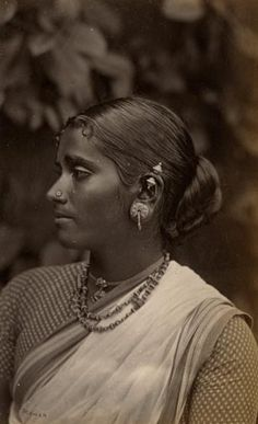Beautiful Side Portrait of a Tamil Women in 1894 India. Vintage India, Jaisalmer, Udaipur, Tribal People, India People, Indian Heritage, We Are The World, World Cultures, Vintage Photographs