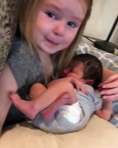 Cute Funny Baby Videos, Cute Funny Babies, Funny Videos For Kids, Funny Baby Memes, Funny Kids, Baby Humor, Cute Little Baby, Baby Kind, Little Babies