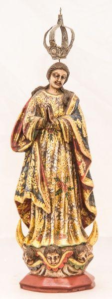 Imagem de Nossa Senhora da Conceição, madeira policromada. Brasil. Restaurada. Alt. 32cm. Vendida 450,00.
