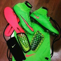 Por que #nike te da moda en el deporte tambien photo @futbolmaniave #nikeuk  #nikemx  #nikesport #guys #nikefootball  #nikesoccer #tiempo #magista #vapor #CR7 #ctr360  #climacool #chicharito #football #footboll #futsalshoes #sbspotlight  #soccer #soccerbible #superfly #Hypervenom #teamfk #teamfkday#mercurial #heatpack #highlightpack #guayos #taquetes #soccerdotcom