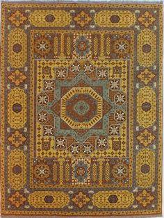 Desen menşei Mısırdır. Mısırdaki kölelerin dokuduğu motiflerin Türk düğümüyle tekrar yorumlanmıştır. %100 yün el dokumadır. Kahve, bej, gri ve renkli tonlar hakimdir. Çok sık düğümlüdür,Elde dokunmuş olup desenlerinde memlük desenleri kullanılmıştır.  Klasik,modern ve Avangarde mobilya stillerinde kullanılabilir.  Doğal organik hammaddeler kullanılmıştır.  Doğal hammadde kullanıldığı için halı parlak ve canlı durmaktadır yeni zellanda ince denyeli yün elyaflar kullanılmıştır…